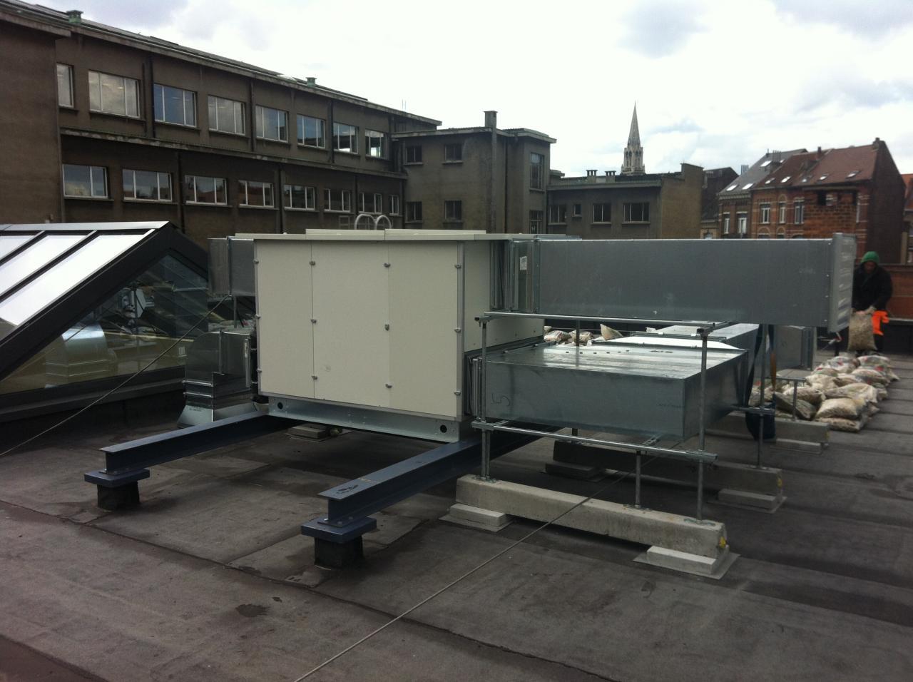 groupe installé sur support en toiture